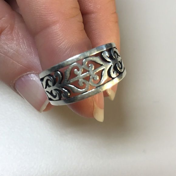 James Avery Ring (Open Adorned) Authentic James Avery ring. Open Adorned, she's a beauty. Worn and very loved but very well taken care of. ❤️❤️❤️❤️ about a size 7.5 or 8 James Avery Jewelry Rings