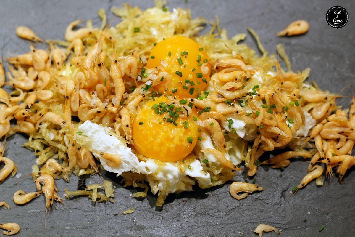 Huevos rotos con camarones del estero en El Chiringuito de El Señor Martín restaurante Madrid