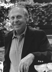 Marshall David Sahlins (*1930) a jeho pojem mytopraxe, který vyjadřuje, jak je skutečnost prožívána skrze mytologické (kulturní) vzorce.