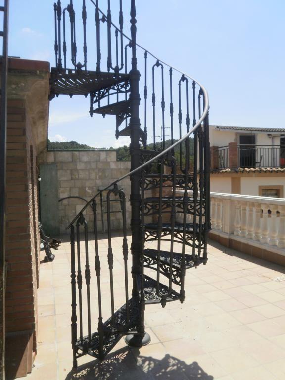 Escaleras de hierro entrada pinterest patio y jardin - Escaleras de hierro para exterior ...