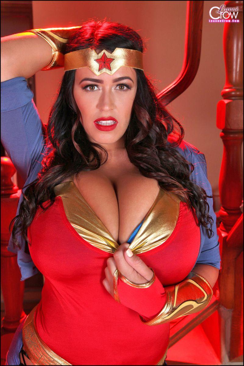 Leanne Crow As Wonderwoman Cosplay  Freaks  Geeks -2956