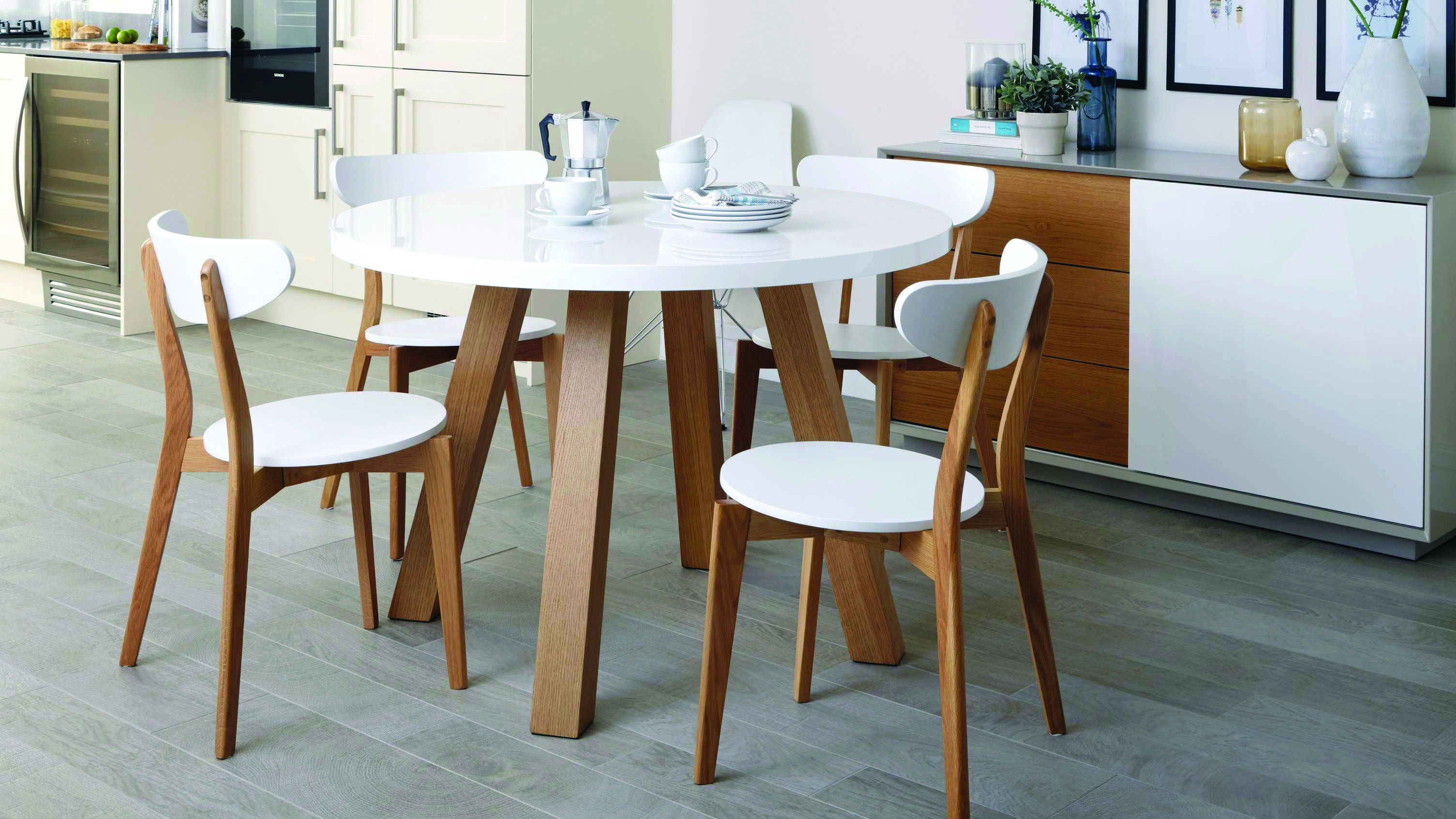 8 Small Cooking Area Table Suggestions For Your Property Homes Tre White Round Dining Table Kitchen Table Settings White Round Kitchen Table