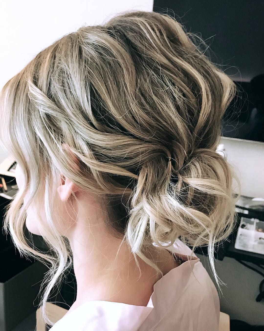 Pin By Birchbox On Hair Up Do S Short Wedding Hair Updos For Medium Length Hair Short Hair Updo