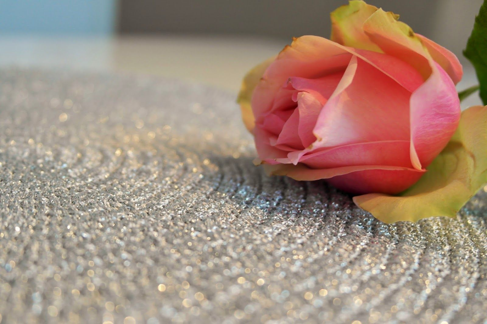 Make beautiful table settings with glittering yarn.
