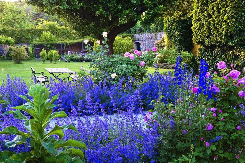 From Faszinierende Frauen Und Ihre Garten Fascinating Women And Their Gardens By Eva Kohlrusch Garten Frau Bucher