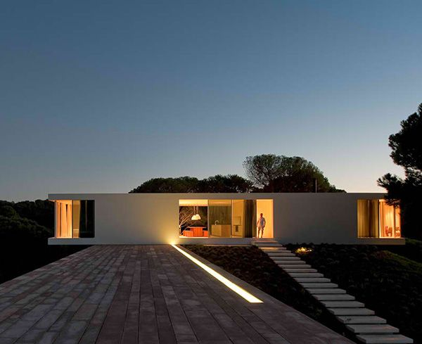 Cross Shaped House: The Answer to the Client\'s Prayers - Verlichting ...