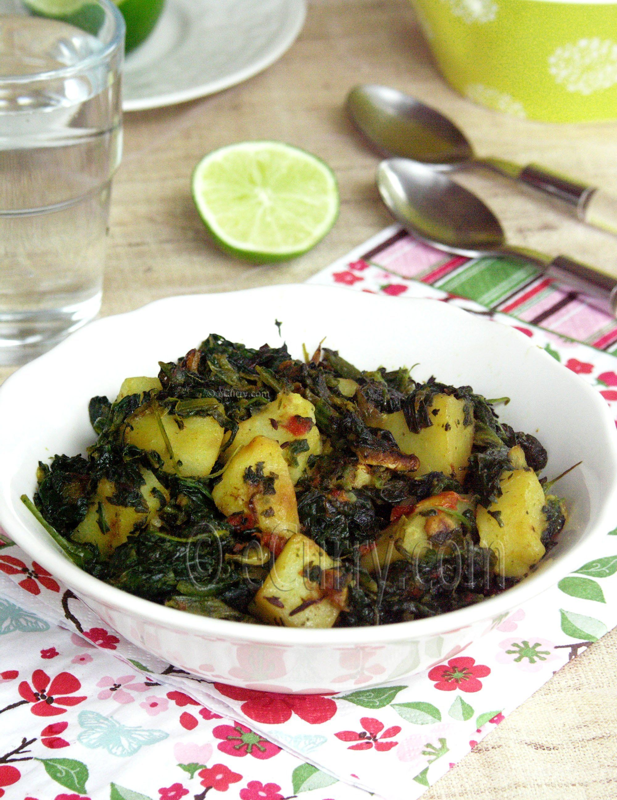 Aloo Palak/Spinach with Potatoes @FoodBlogs