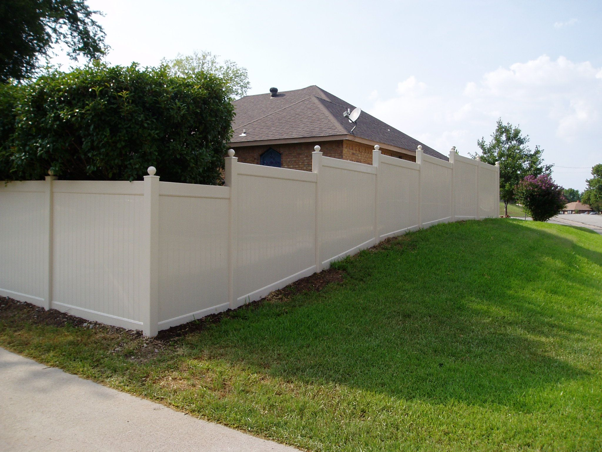 At Future Outdoors We Fabricate Our Vinyl Fences And Install Custom Fences Like This One It Follows The Gr Vinyl Privacy Fence Vinyl Fence Vinyl Fence Panels