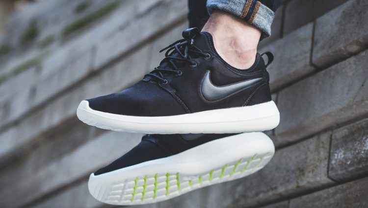 Details about Nike Roshe Run NM Flyknit Men's Size 10 Black and White *Great Condition*