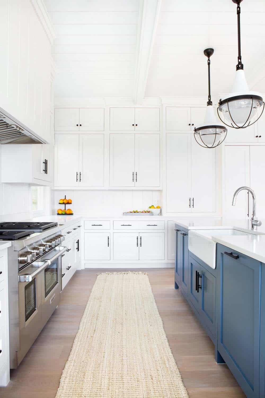 Breezy Beachfront Family Retreat With Timeless Interiors On Long Island Ny Kitchen Design Kitchen Bar Kitchen