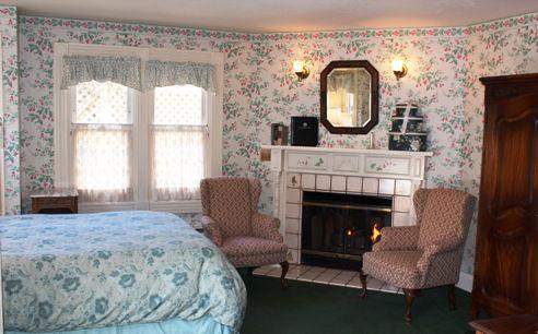 Gosby House, Pacific Grove, CA  La Porte - Guestroom 21