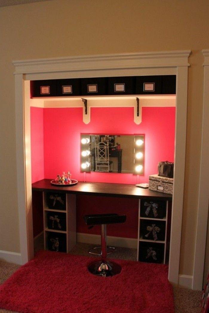 13 Schminktisch Mit Beleuchtung Roter Wand Eckiger Spiegel Schwarzer Hocker