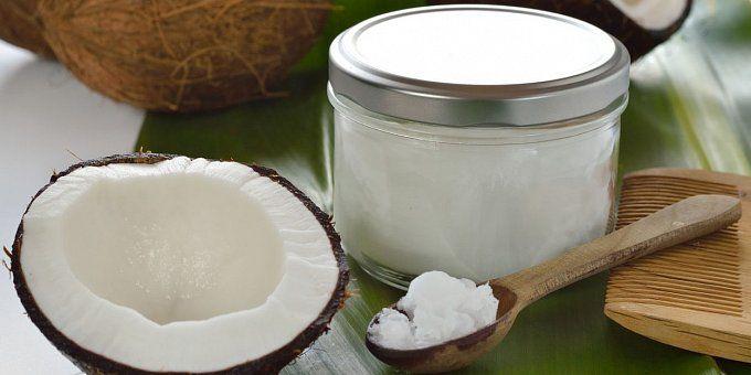 Kokosový olej je takový malý zázrak. Před pár lety se o něm téměř nevědělo, dnes se pro něj najde využití nejen v kuchyni. Vyzkoušejte, jak může být prospěšný celému vašemu tělu!