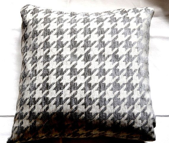 houndstooth patterned pillow cover