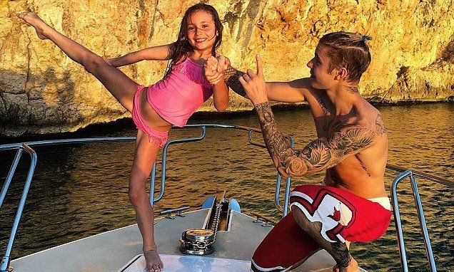 Justin Bieber helps little sister Jazmyn with her