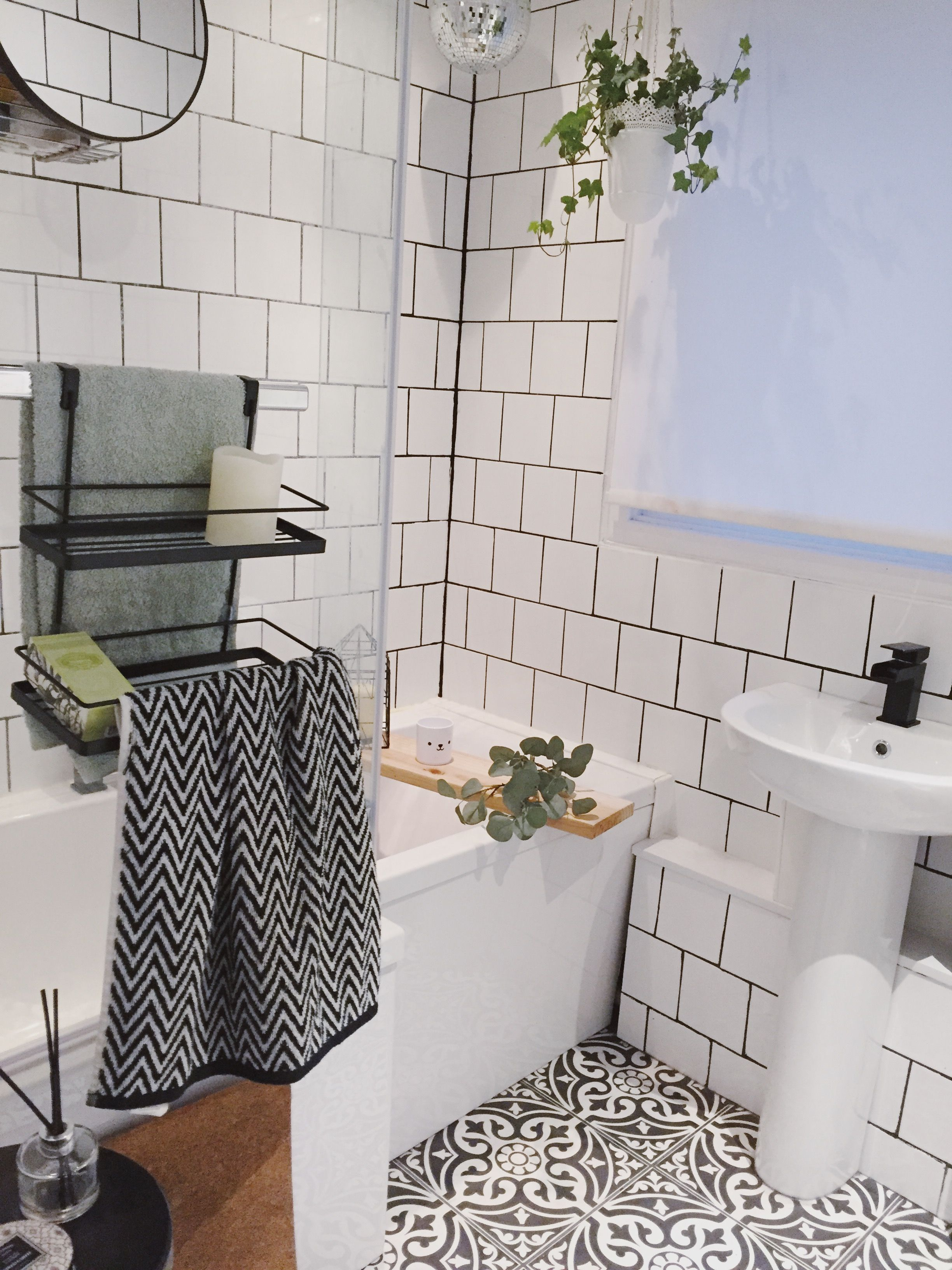 Modern Monochrome Bathroom White Square Tile And Black Grout Mapei Black Grout Modern Fam White Bathroom Tiles Monochrome Bathroom Bathroom Wall Tile Design
