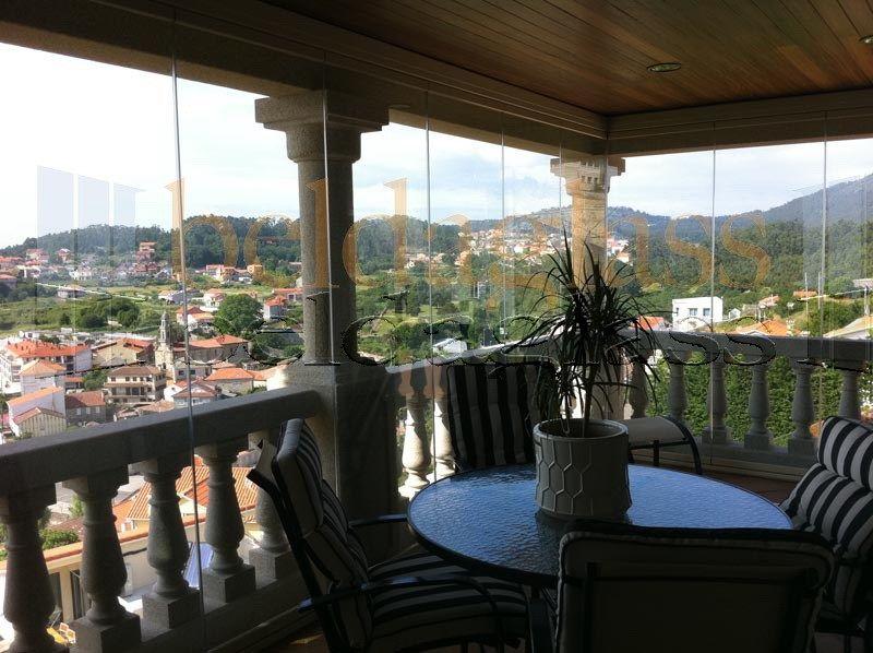 terraza acristalada con cortinas de cristal sin perfiles