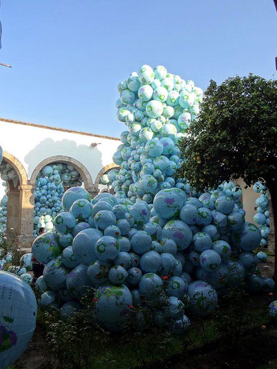 POGO :: Installation of 7,000 inflatable beach balls – Maximo Gonzalez :: Hospicio Cabañas, Guadalajara, Mexico