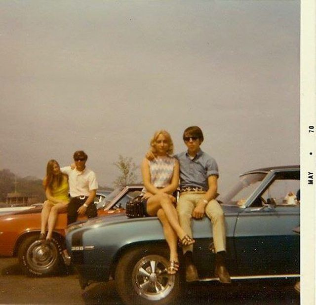 """Rare Retro Photos Show What """"Cool"""" Looked Like 40 Years Ago"""
