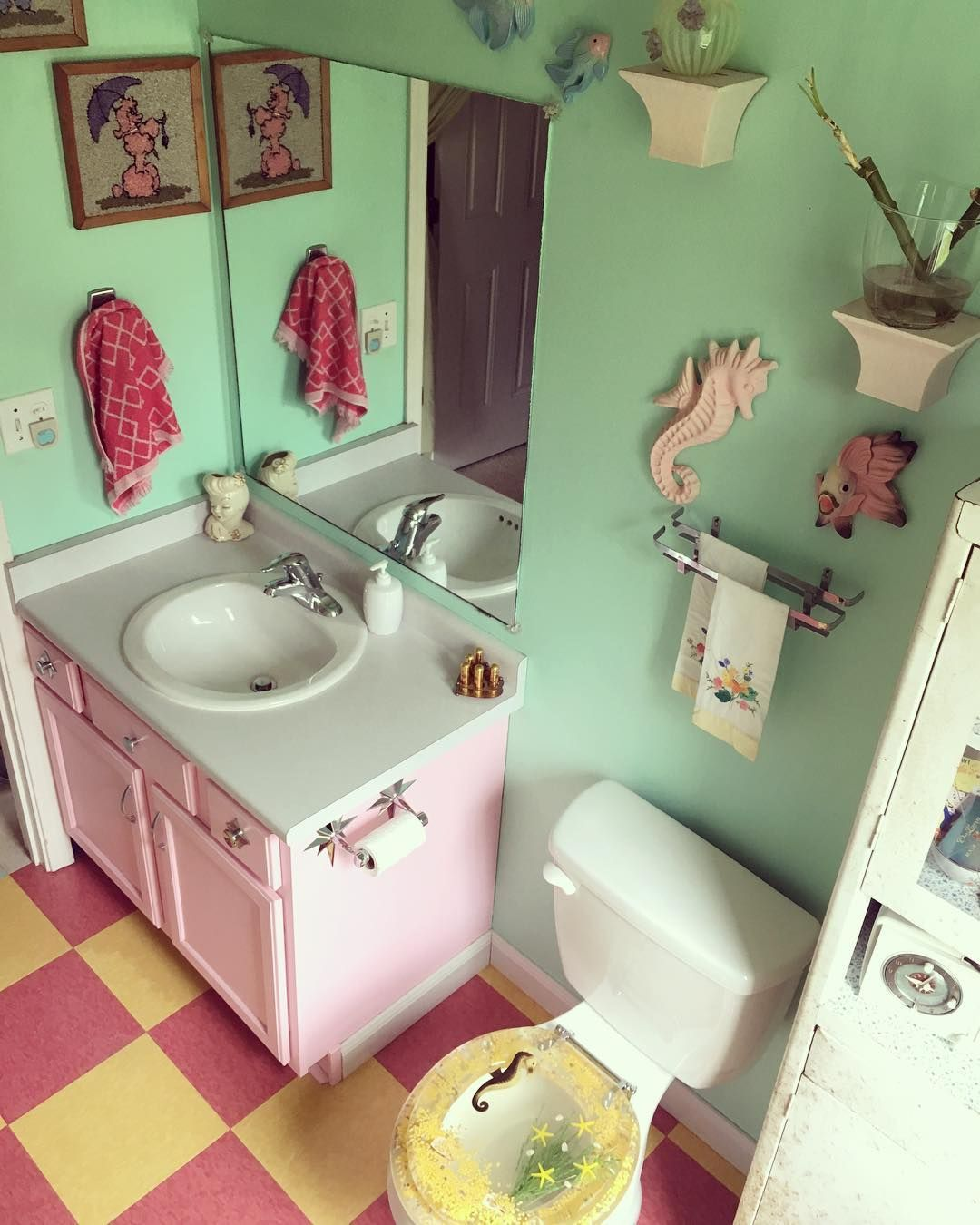 Kitsch Vibes Today Vintageview Kitschybathroom Instagram Mistysnow8 Retro Bathrooms 1950s Bathroom Kitsch Decor