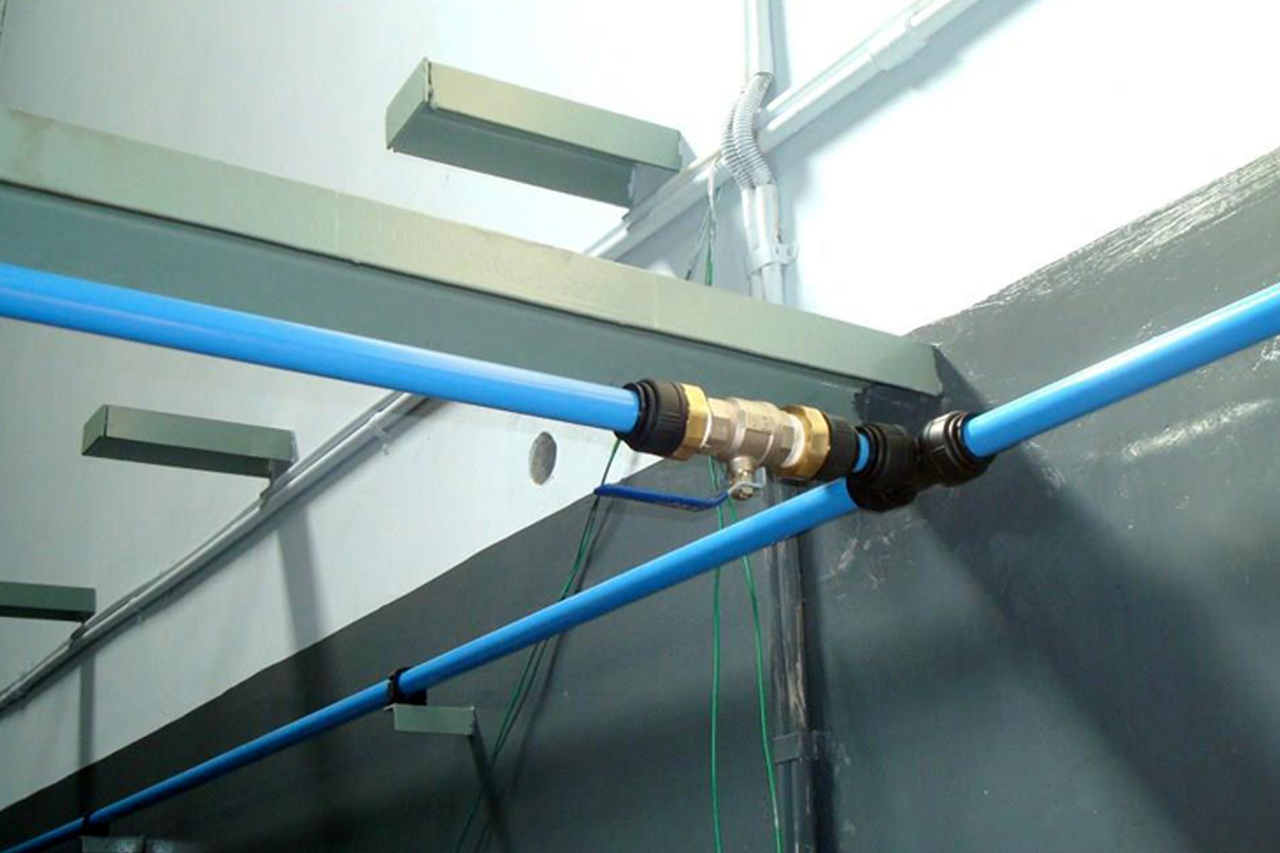 Pin on high pressure push fit piping system for compressed