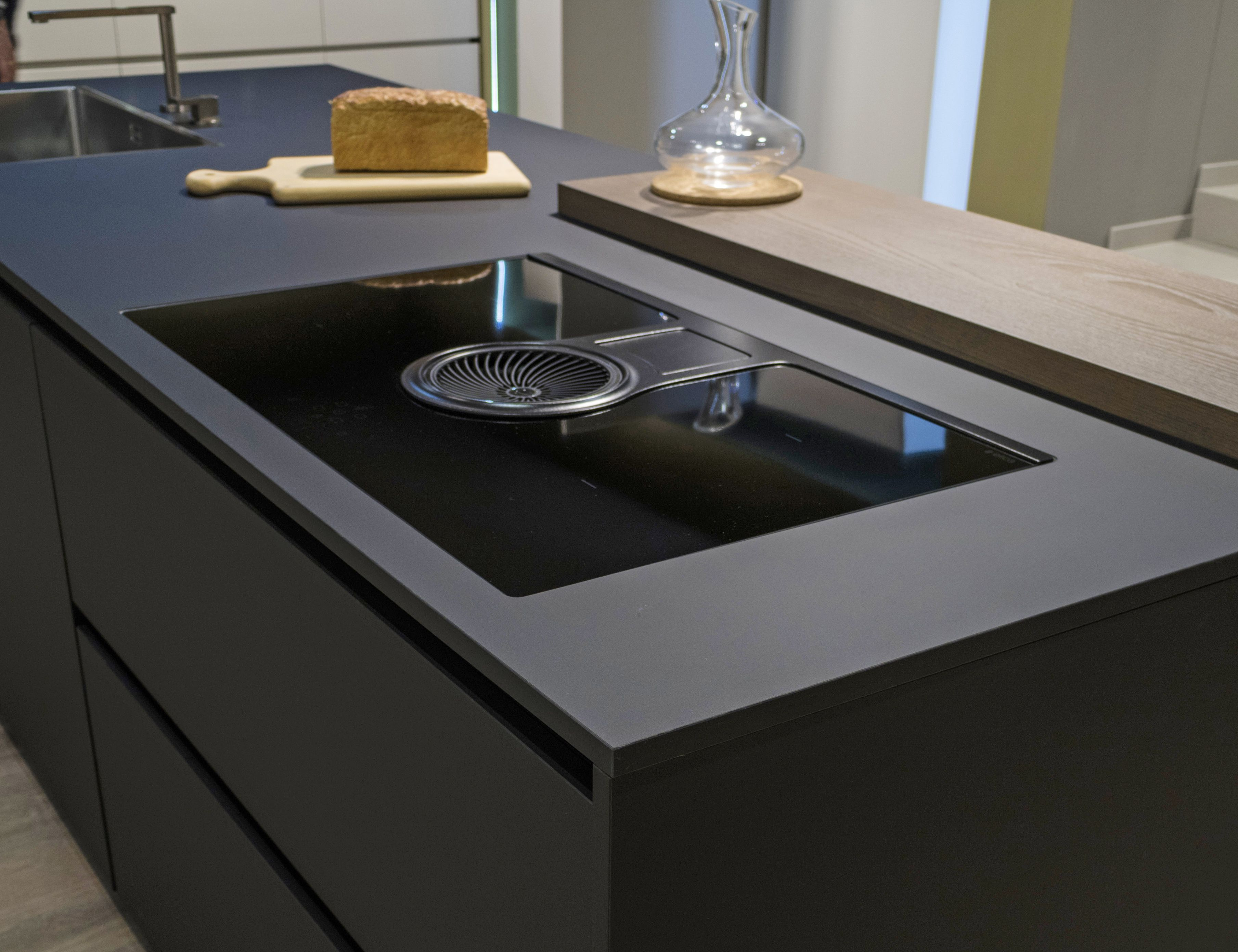 Piastrelle piano cottura foto di una cucina minimalista con in