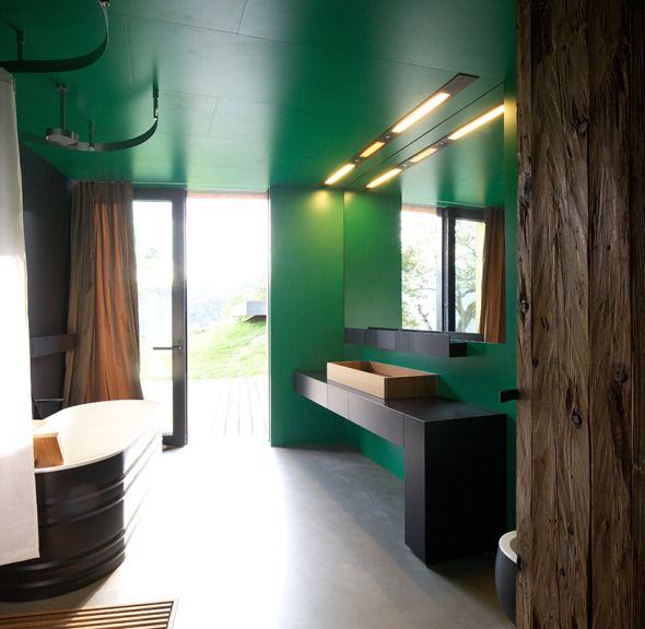 """El concepto de """"granja"""" o """"casa rural"""" pareciera no concordar con el de """"vanguardia"""". La oficina Bergmeister Wolf Architekten logra con el proyecto para la Kurt Brunner Residence, realizar una concordancia perfecta entre estos conceptos supuestamente antagónicos."""