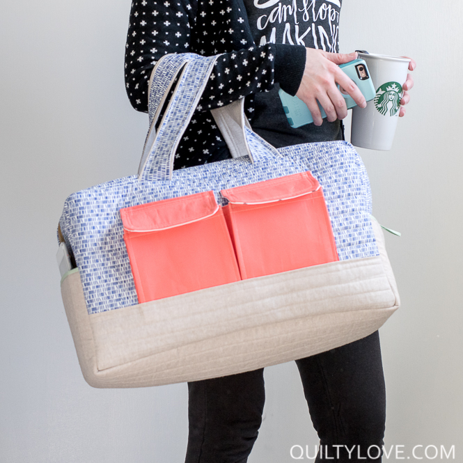 Cargo Duffle Bags plus a tutorial to sew in a lining - Duffle bag patterns, Weekender bag pattern, Duffel bag pattern, Diy duffle bag, Tote bags sewing, Bag pattern free - I am completely hooked on these Cargo Duffle Bags  Anna of Noodlehead designed this bag for Robert Kaufman  You can find the free pattern download on their site  I've been too scared to try a bag for a long time now  I've had this pattern downloaded for over a year and finally worked up the   Read More