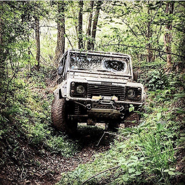 #defender #defender90 #defender_for_ever #defender_life_style #offroad #defenderitalia #landrover #landroveritalia #searchandexplore #landroverdefender #picoftheday #follow #instalike #offroaditalia #offroadlife #extreme #4x4 #defenderlove #mud #landroverseries #defenderitalia #td4 #defendertd4 #instagram #ilovelandrover #defenders #landroverlove #leggenda #fine #finediunmito @landax91 by defender_life_style #defender #defender90 #defender_for_ever #defender_life_style #offroad…