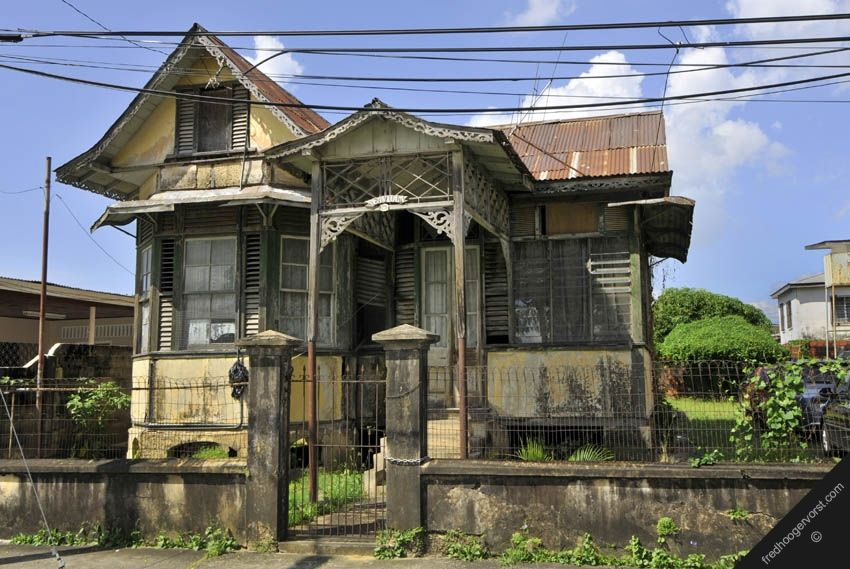 Trinidad caribbean port of spain street view old house for Trinidad houses