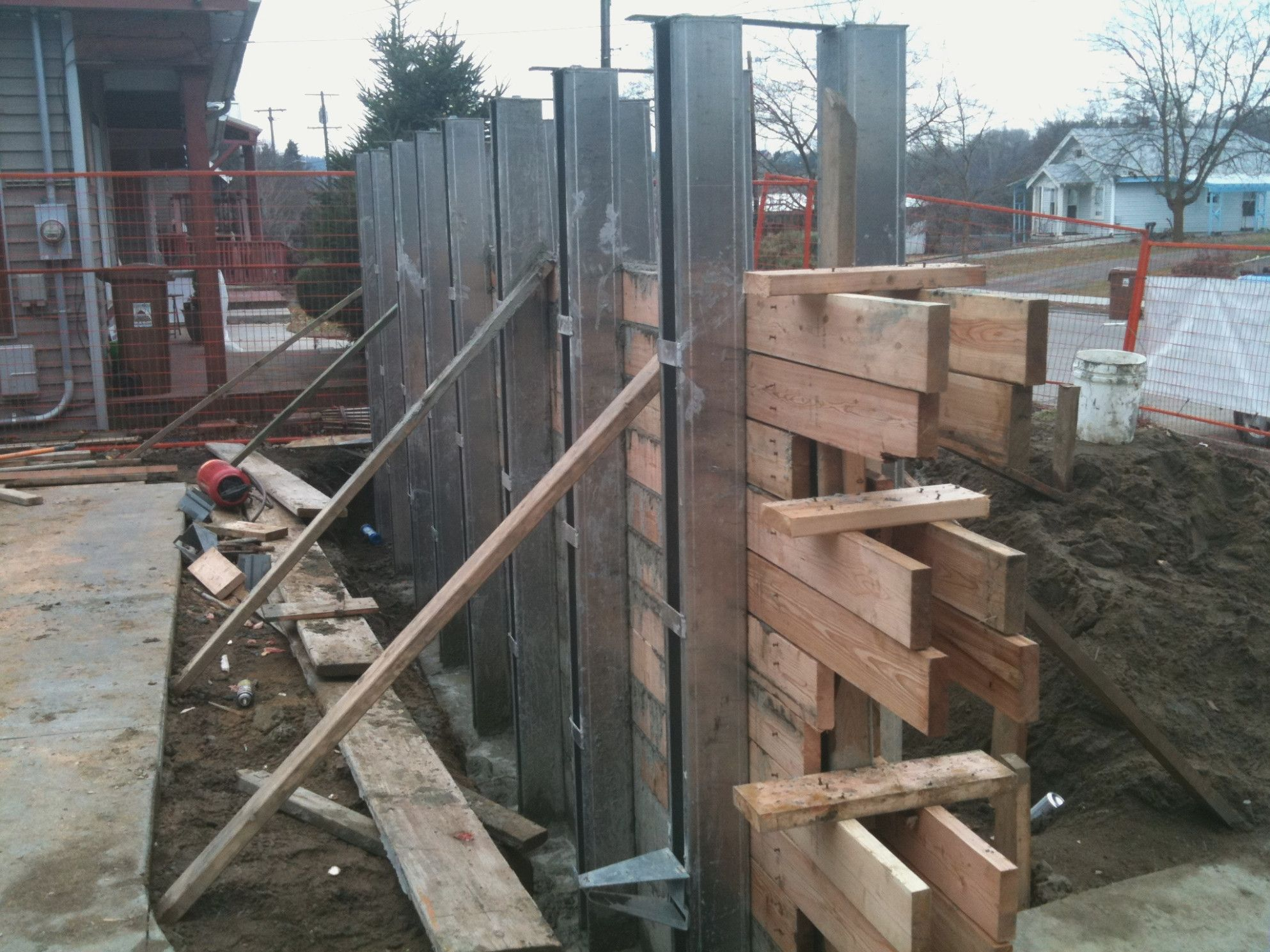 How To Form Board Form Concrete In 2020 Board Formed Concrete Concrete Walls Diy Concrete Retaining Walls
