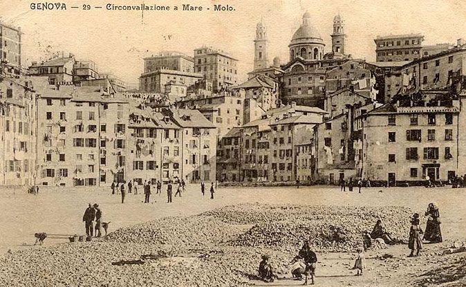Giardini Di Plastica Genova.In Alto La Chiesa Di Carignano Sotto Il Quartiere Che Non Esiste Piu