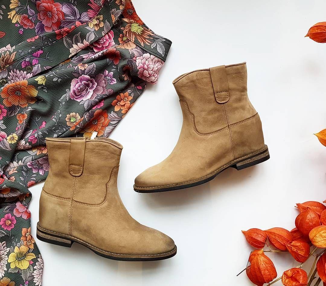 Jesienne Klimaty Carinii Cariniifabrykaobuwia Majasablewska Shoes Beige Beigeleather Platform Flowers Dress Autumn Sunnyday In 2020 Shoes Boots Fashion