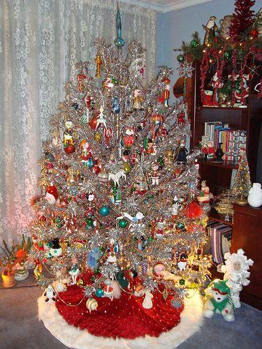 Decorating Vintage Aluminum Christmas Tree  from i.pinimg.com