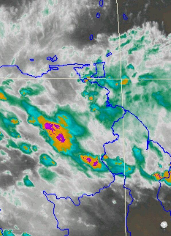 Norte de Bolívar presenta nublados densos. Ya al Este del Delta Amacuro nubosidad asociada a la Onda Tropical 18