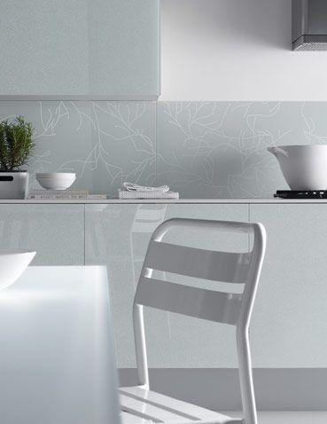Sistema di mobili da cucina e schienale parete con rivestimento in ...