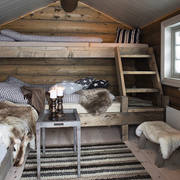 HOME DECOR RUSTIC STYLE Omg I Feel Warm Already Just Looking At This Cozy Bunkbeds For Small RoomRustic Bunk BedsCabin