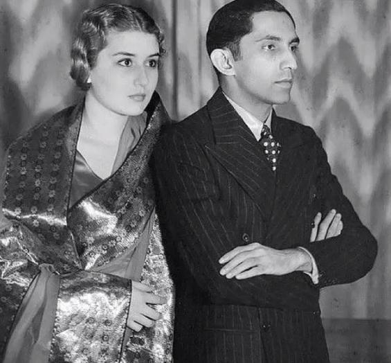 الاميرة نيلوفر إبنة أخت آخر السلاطين العثمانيين عبد المجيد الثانيا تزوجت عندما كانت بالسادسة عشرة من الإبن الثاني لآخر الحك Vintage India Indian Princess Photo