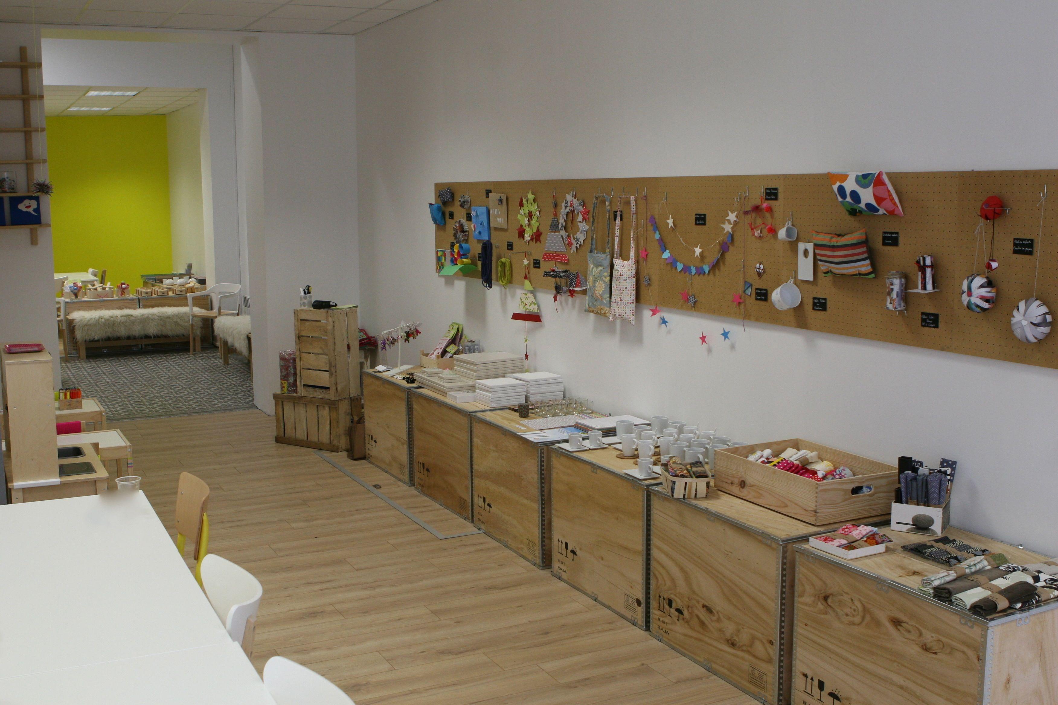 Visite Guidee De L Atelier L Atelier Des Petites Creations Deco Vitrine Atelier Deco