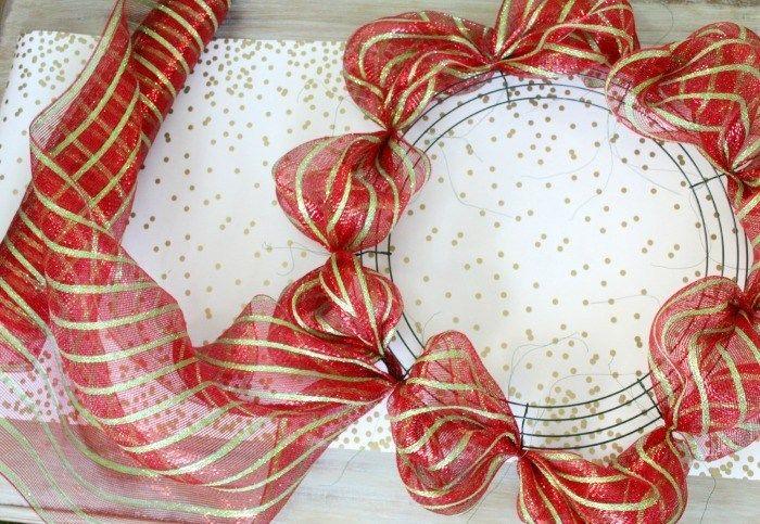 easy Christmas Wreath tutorial | Mesh wreath tutorial ...