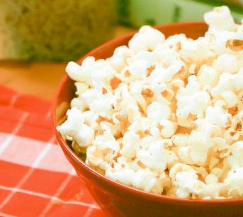 Sweet Peanut Butter Popcorn - PBfit #peanutbutterpopcorn Sweet Peanut Butter Popcorn - PBfit