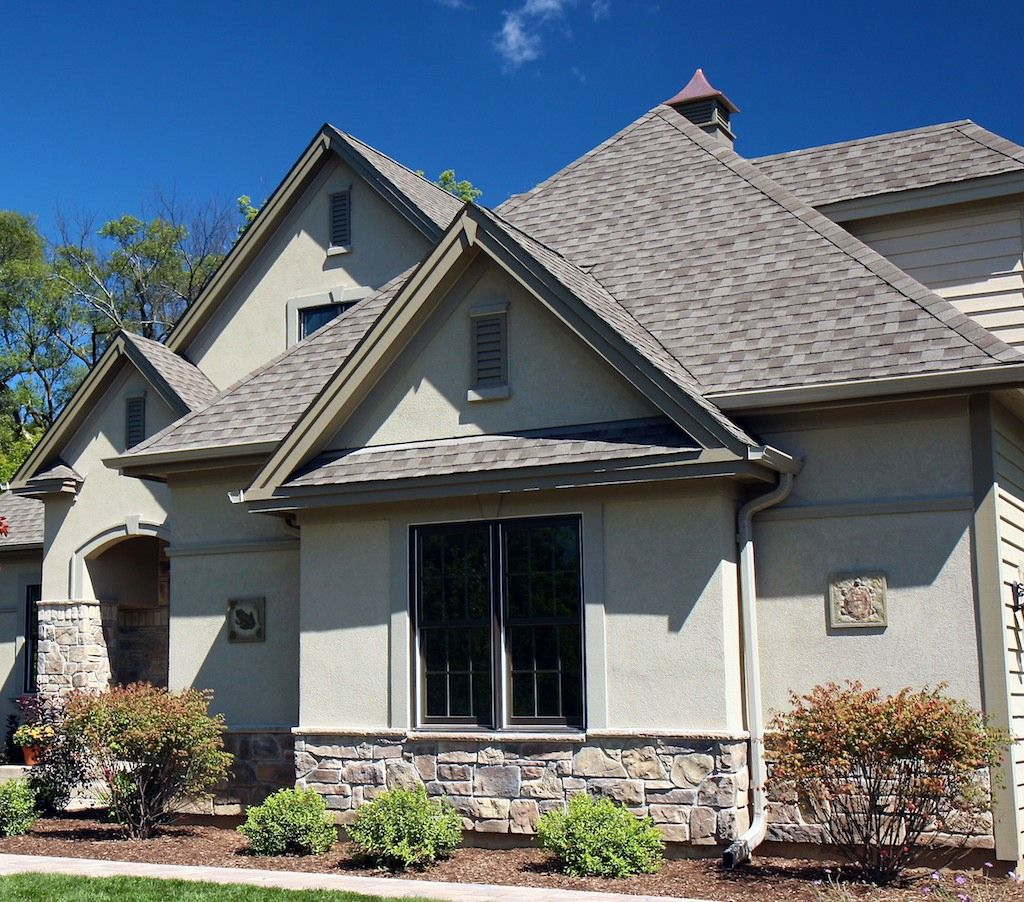 Chicago Area Home With New Stone Veneer Siding Http Www Northstarstone Biz Stucco And Stone Exterior Exterior Stone Ranch House Exterior
