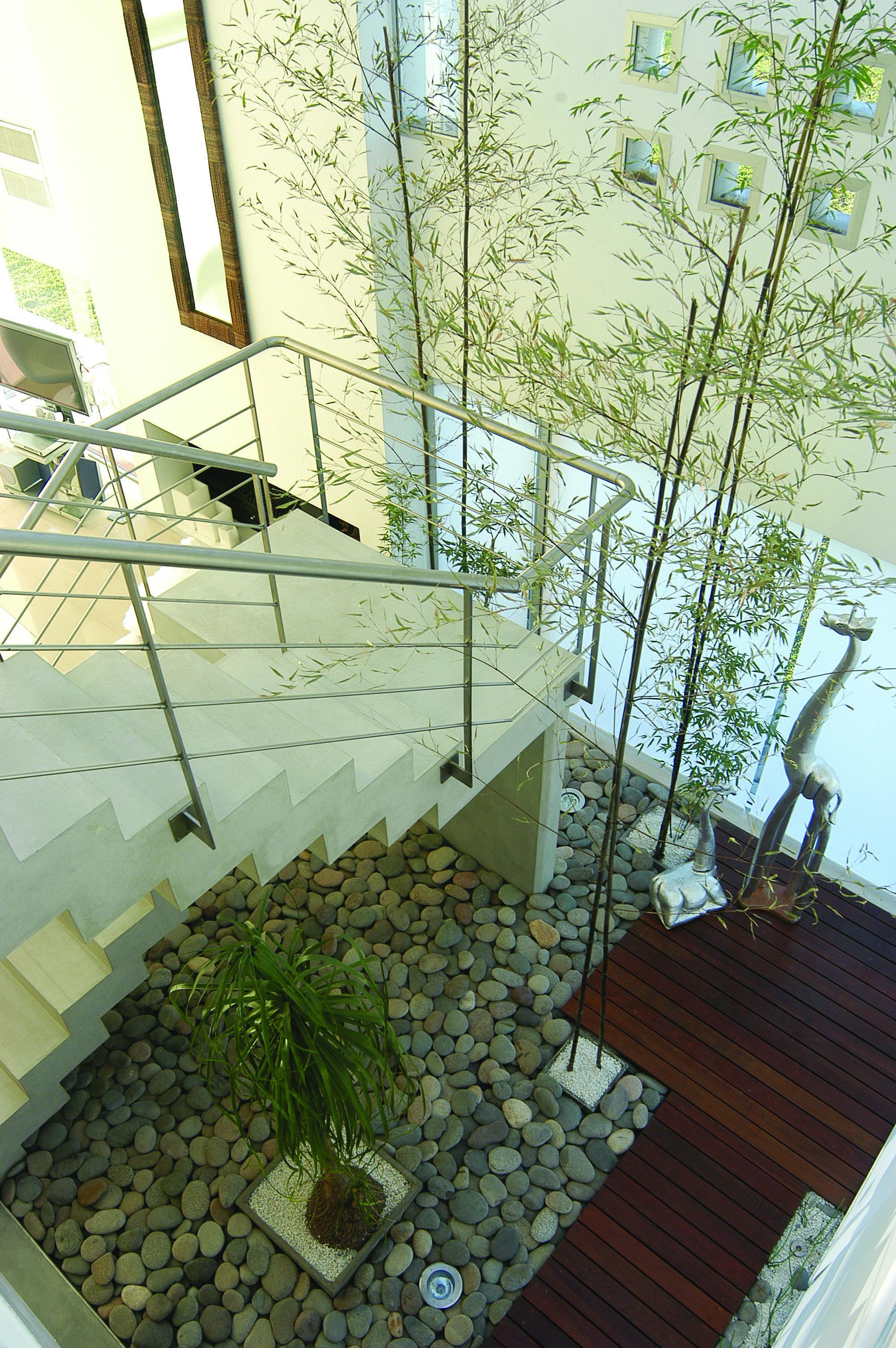 Casa castores patios internos casas arquitectura - Jardines exteriores de casas modernas ...