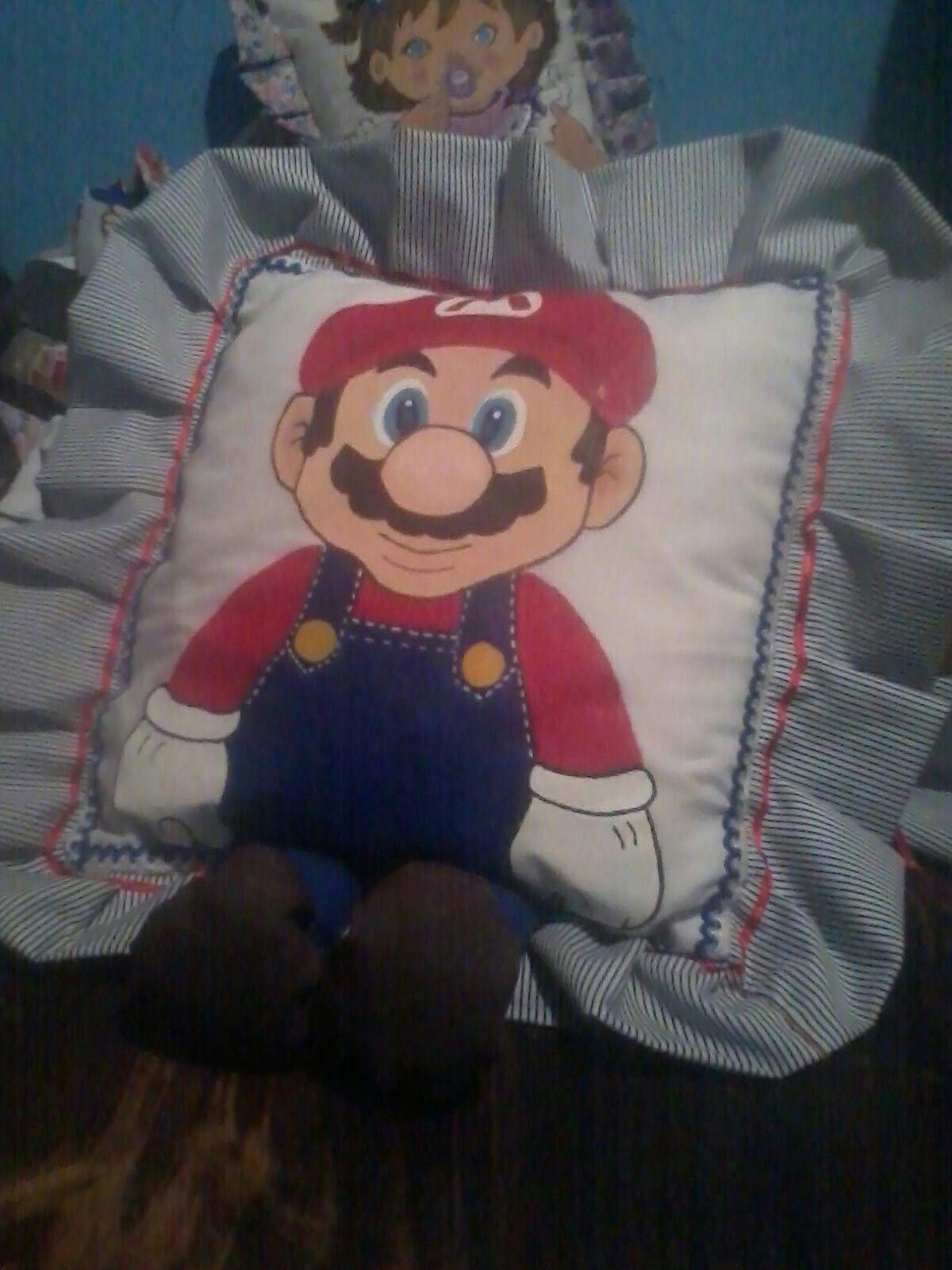 Mario Bros almohada de personaje.Artesanías El rinconcito, Miramar, Puntarenas Costa Rica