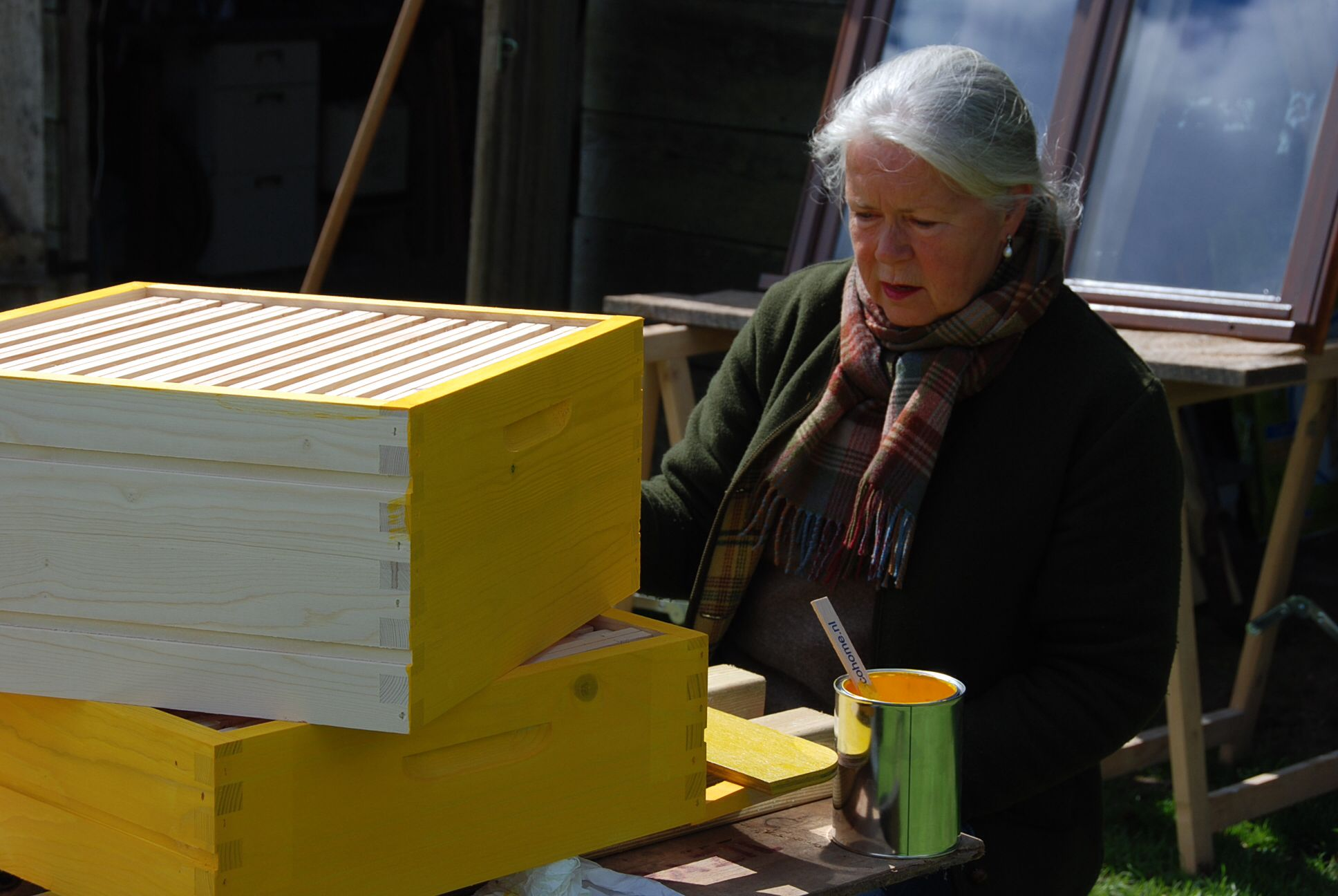 Bijenkasten schilderen