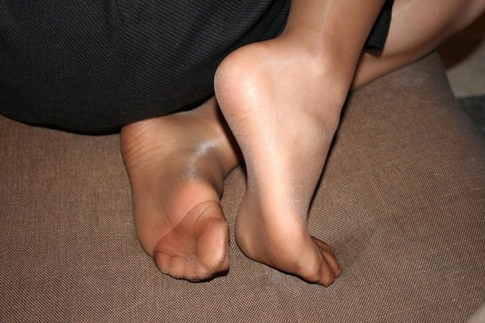 feet-in-pantyhose-sexy-women-enema