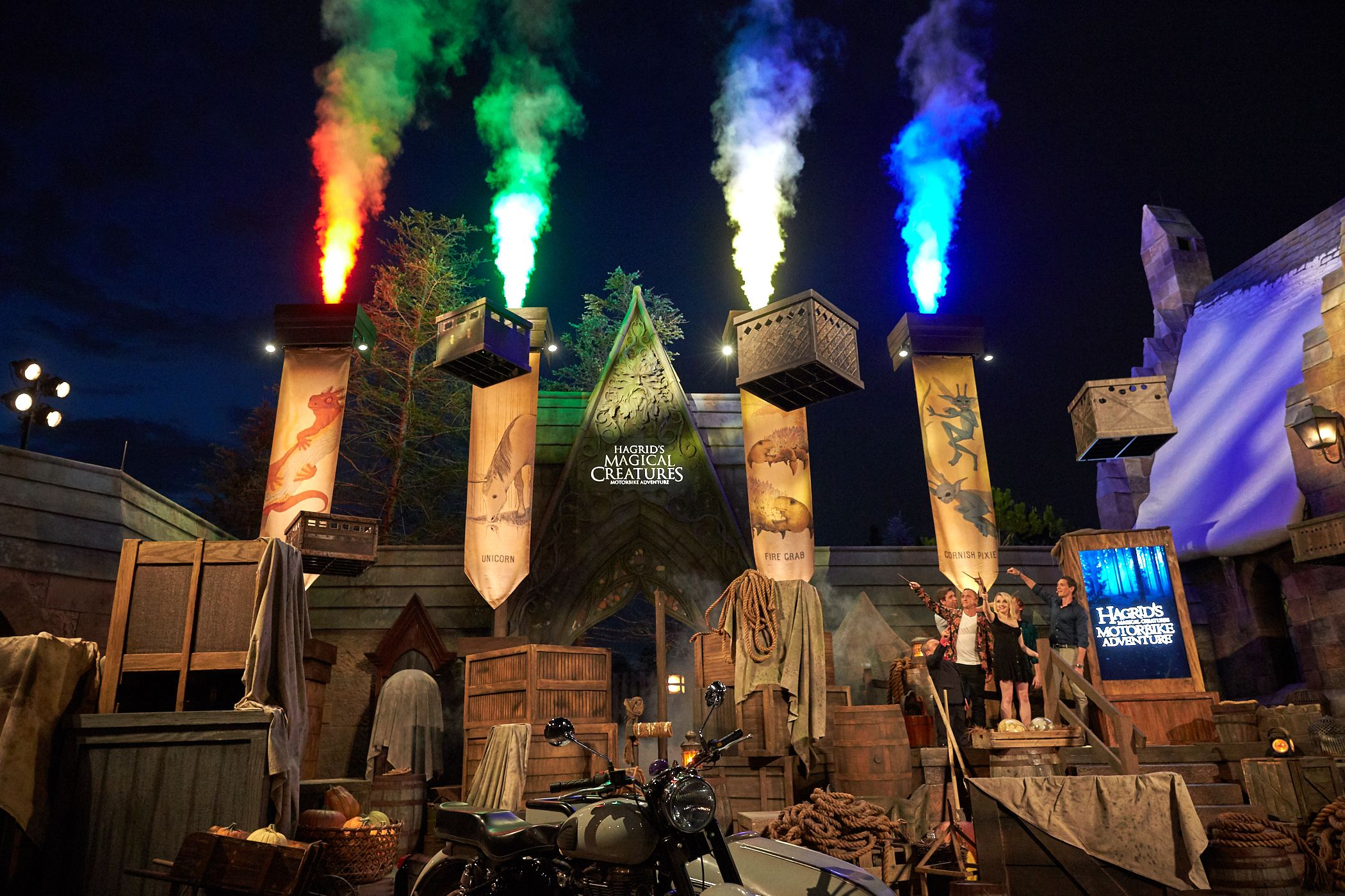 The Stars Of Harry Potter Were On Hand To Open New Ride At Universal Universal Studios Theme Park Magical Creatures Harry Potter