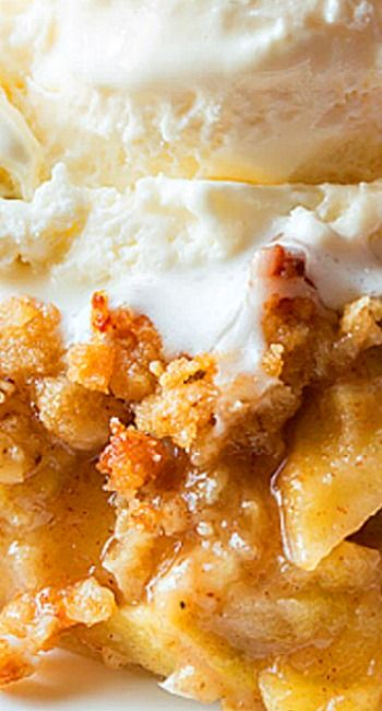 Crumb-Topped Apple Slab Pie