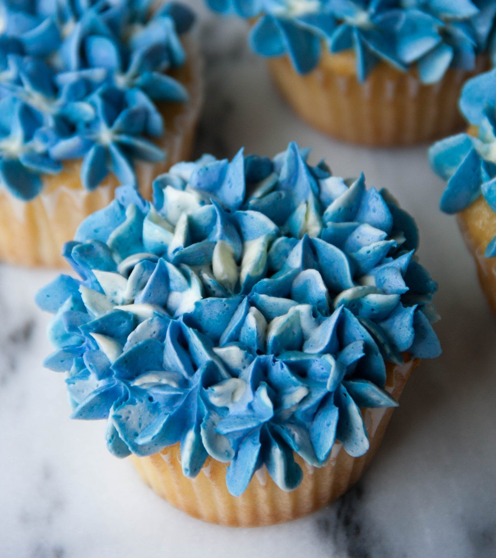 Hydrangea cupcakes video learn how to make hydrangea cupcakes in hydrangea cupcakes video learn how to make hydrangea cupcakes in this tutorial these beautiful flower izmirmasajfo