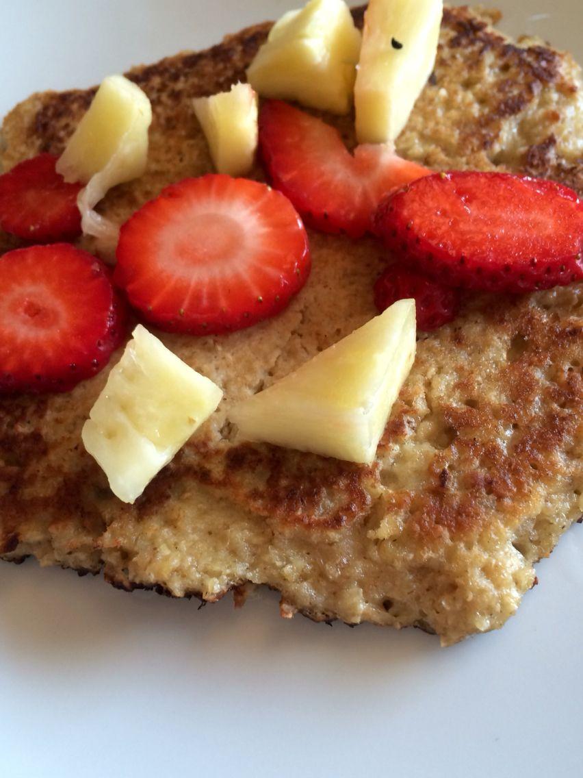 Sunde pandekager. 1 Person. 1,5 dl havregryn. 1/2 Banan. 1 tsk. Vanilje sukker. 1 Æg. 1,5 dl sukker Olie Sirup.❤️